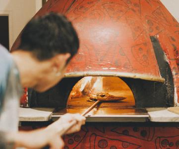ナポリ直輸入の薪窯